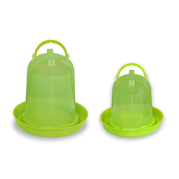 Kleine Kunststofftränken in zwei Varianten 1,5 oder 3 l