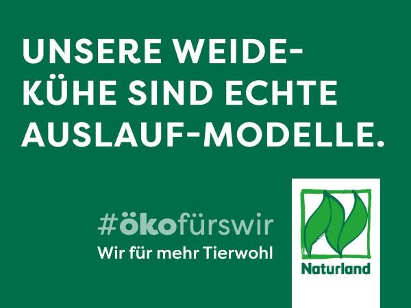 """Schild Naturland Haltungskampagne """"Unsere Weidekühe sind echte Auslauf-Modelle"""""""