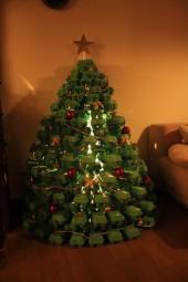 weihnachten im zeichen der eierschachteln weihnachtsbaum selber machen. Black Bedroom Furniture Sets. Home Design Ideas